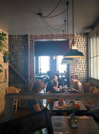 Artist Residence Brighton: Hall con mucho encanto donde sirven el desayuno