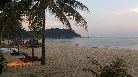 Hyatt Regency Kuantan : beach area
