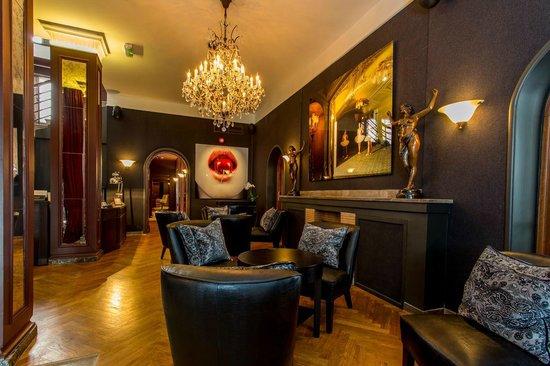 St. Petersbourg Hotel: Hotel Lobby