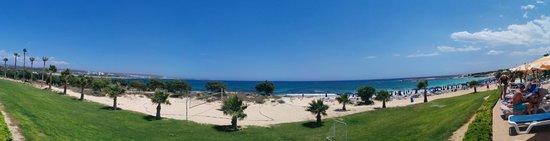 Asterias Beach Hotel: Vista dalla terrazza/piscine