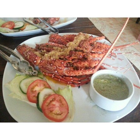 Santino's Grill: Lobsters for only  P750 for 500gms.