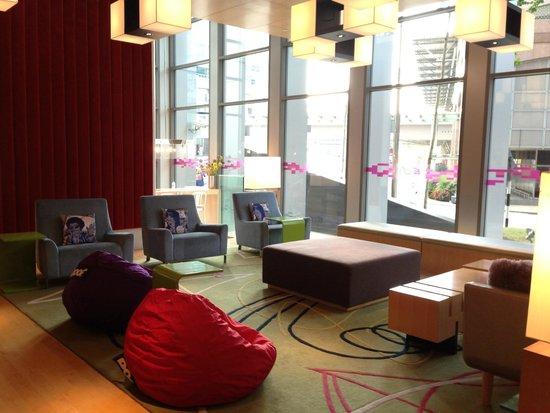 Aloft Kuala Lumpur Sentral : Foyer lounge