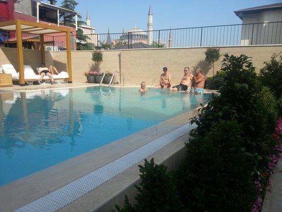 Sura Hagia Sophia Hotel: enjoy the pool. .:)