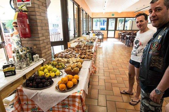 Centro Vacanze La Risacca: La sala colazione