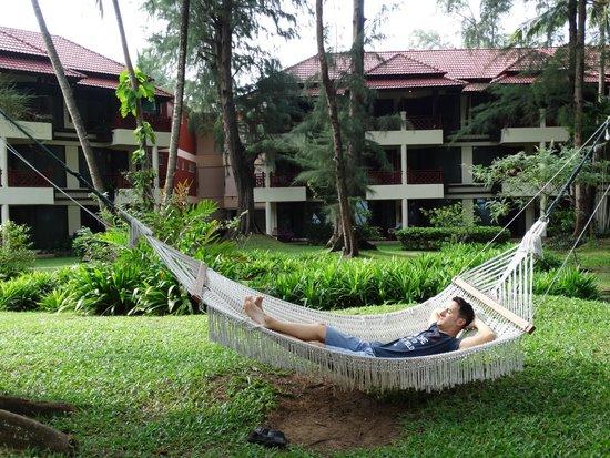 Dusit Thani Laguna Phuket: Hamaca en la zona de jardín