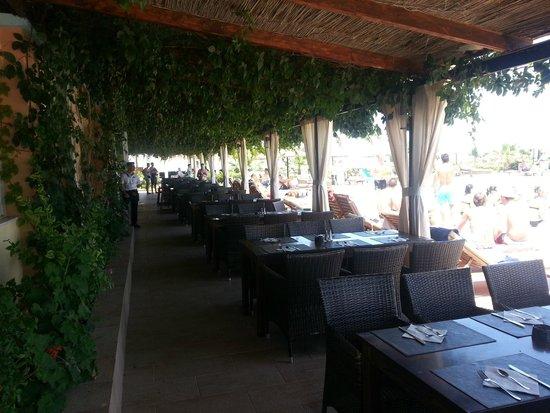 Golden Star Hotel : pour prendre les repas au bord de la piscine.
