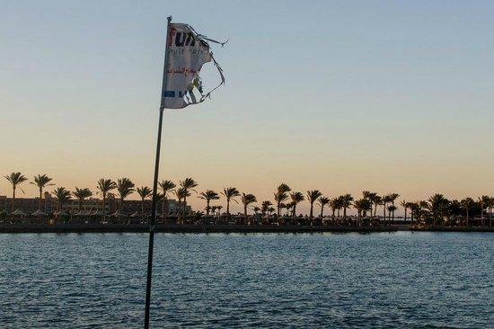 Arabella Azur Resort: пляж на закате