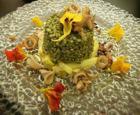 Lo Scalco Grasso - Osteria Contemporanea: Farro con basilico, calamari, mele e cipollotti