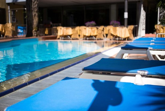 Hotel Torino Wellness & Spa: Swimming pool and solarium