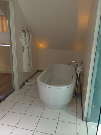 ABode Canterbury: Suite Bathroon