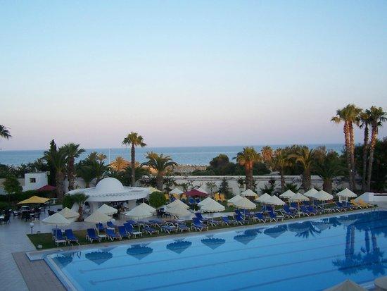 Yadis Hammamet: piscina