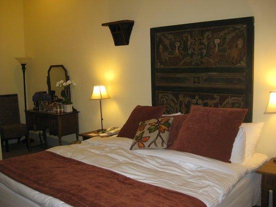 Mill Valley Inn: bedroom in hotel