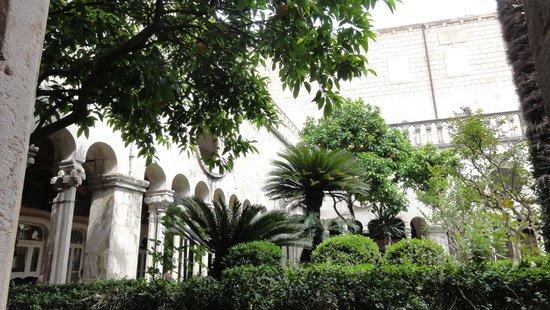 Franciscan Monastery: Dziedziniec