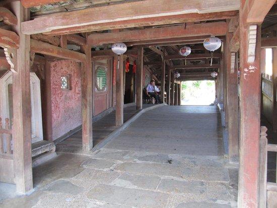 Japanese Covered Bridge: Bridge interior
