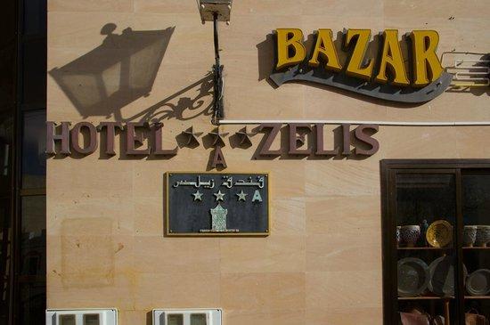 Hotel Zelis: Вывеска
