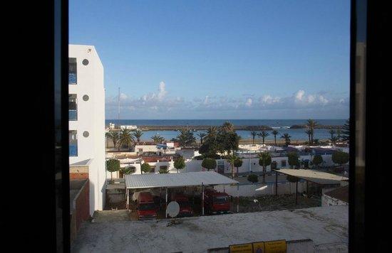 Hotel Zelis : Вид из окна. Напротив - пожарная станция