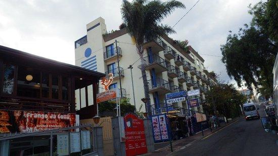 Terrace Mar Suite Hotel: Все номера отеля выходят окнами на улицу