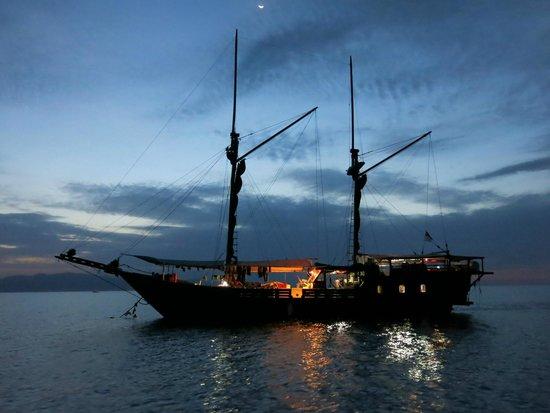 Wicked Diving, Komodo: The Jaya at night
