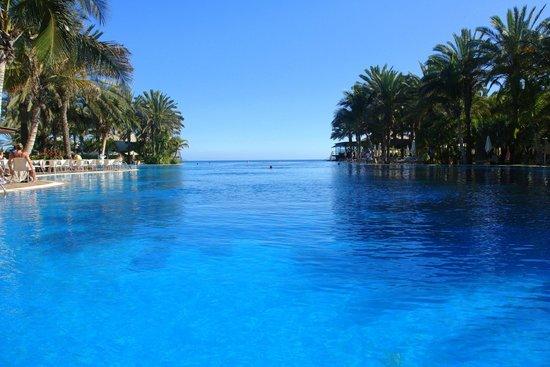 Lopesan Baobab Resort: Infinity pool in the Costa Mejoneras