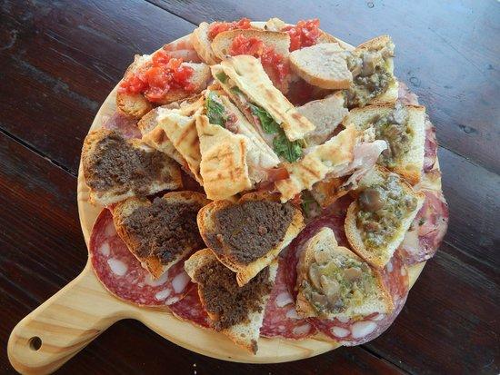 Antica Osteria di Montecarelli : tagliere di antipasto