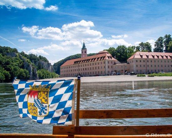 Klosterschenke Weltenburg: Mit einer kleinen Donauzille auf der Donau unterwegs