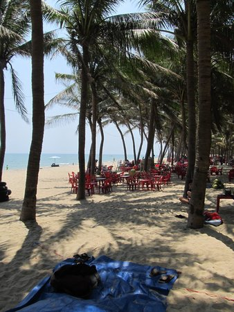 Cua Dai Beach: Some of the seating options just off the sand