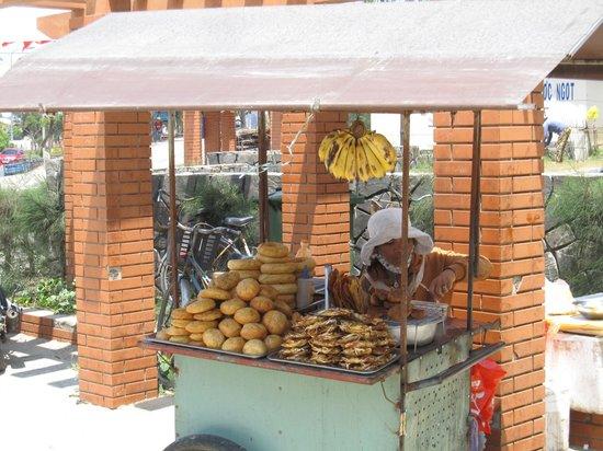 Cua Dai Beach: Delicious cheap snacks