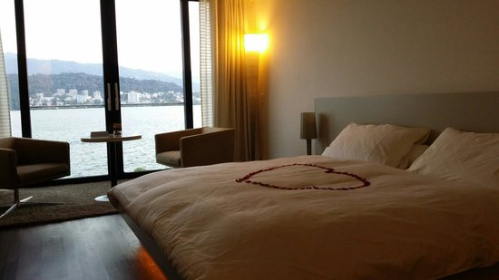 Seehotel Hermitage Luzern: Incredible view from our room on the 4th floor