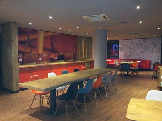 Ibis Annecy Centre Vieille Ville : Breakfast area