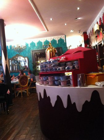Richmond Tea Rooms: Lots of teacups!