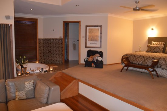 Cedars Mount View: Bedroom and spa