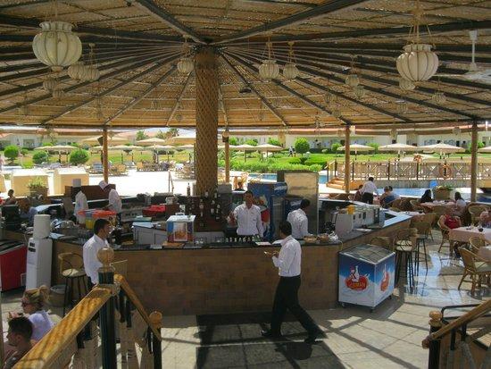 Maritim Jolie Ville Royal Peninsula Hotel & Resort : bar ristorante isola nella piscina