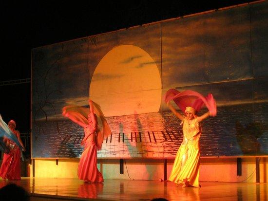 Maritim Jolie Ville Royal Peninsula Hotel & Resort : spettacolo serale di danza