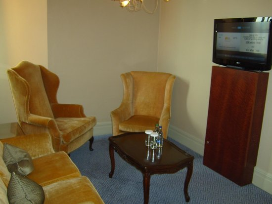 The Waldorf Hilton London : Separate sitting area
