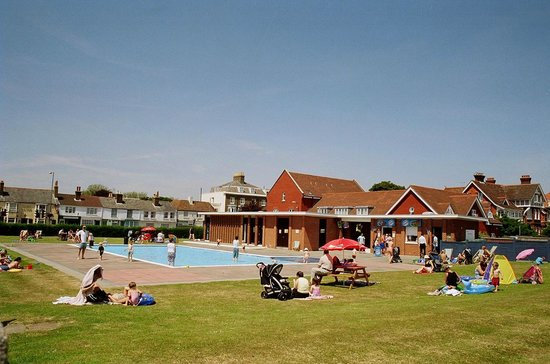 48fc9435ff6 Paddling Pool Building - Picture of Walmer Paddling Pool