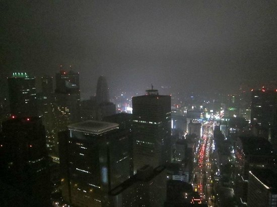 Park Hyatt Tokyo: Great night view over the Shinjuku area (from our corner room on the 50th floor)