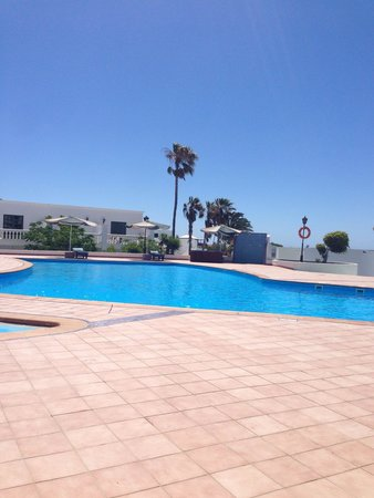 Loma Verde Aparthotel : Pool by 413