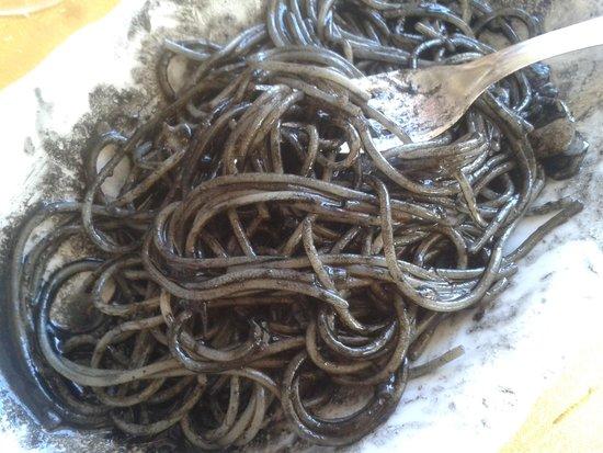 Trattoria Raspo de Ua : spaghetti al nero di seppia