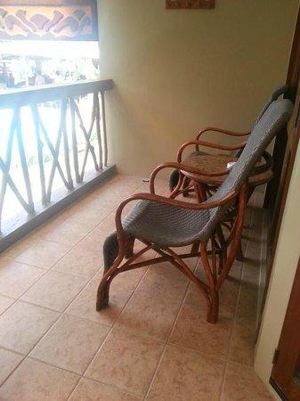 Red Coconut Beach Hotel: Porch