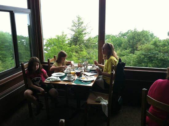 Dining in Skyland Resort restaurant
