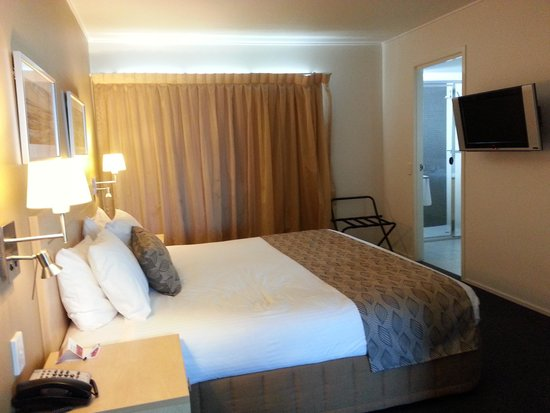 Ramada Hotel & Suites Ballina Byron: King bed, quality linen, good sleep!