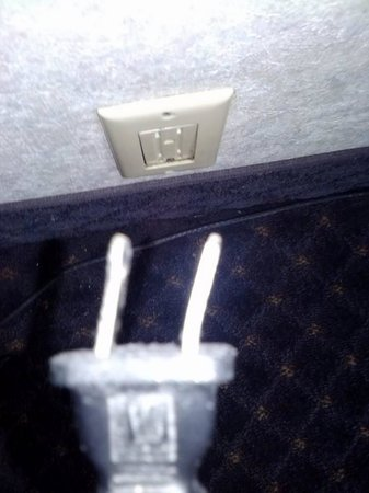 Clarion Resort Fontainebleau Hotel - Oceanfront: the TV Cord, Had to keep adjusting so the TV would work