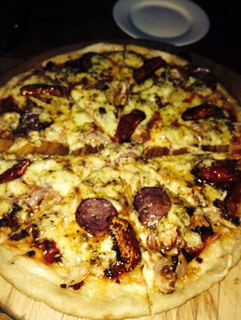 Sun n Sea Wood Fire Bistro: Pizza meat ( chorizo beef chicken )