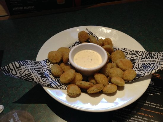Smokey Bones Bar & Fire Grill: Fried pickles