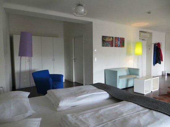 STANYS Das Apartmenthotel: А это дверь в ванную :)