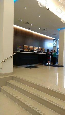 Renaissance Amsterdam Hotel: Стойка регистрации