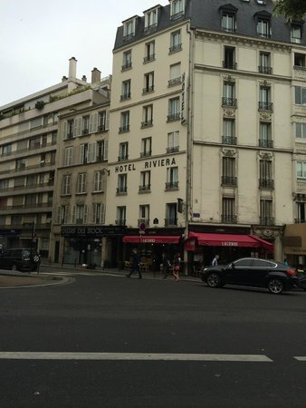 Hotel Riviera Elysées : View of hotel front from across the street
