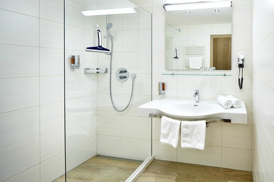 Hotel Grüner Baum: Badezimmer