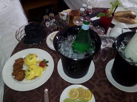 Hard Rock Hotel at Universal Orlando: Breakfast Room Service
