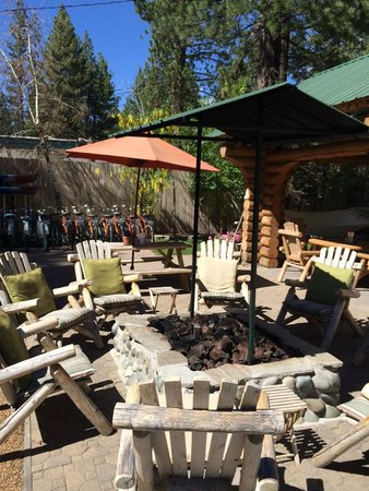 Fireside Lodge Bed and Breakfast: View of firepit